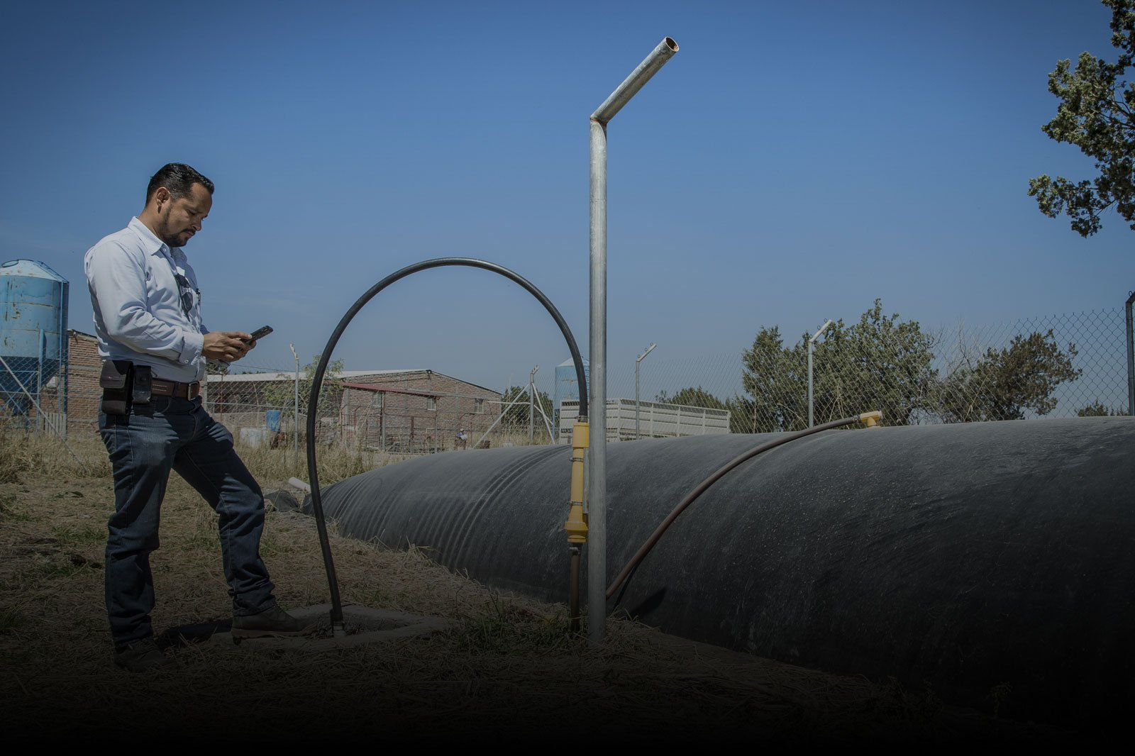 colombian-farmer, sistemabio, biodigester-benefits